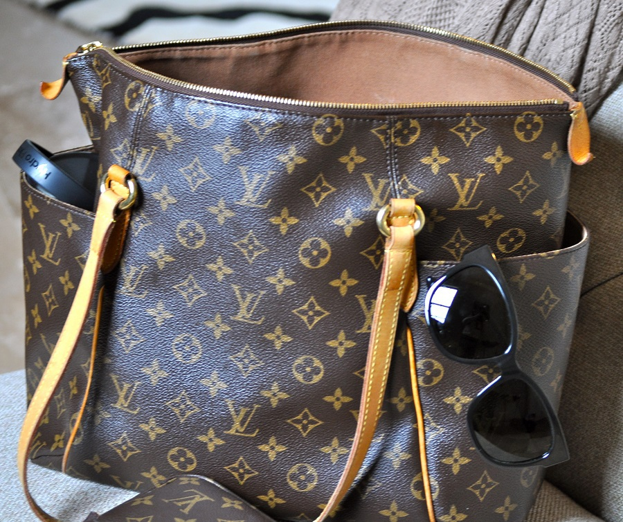 This Louis Vuitton Totally MM review will help everyone determine if this handbag is right for them.