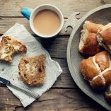 Are you looking for a wonderful recipe to serve on Easter? This Easter Hot Cross Buns recipe will be a hit with everyone! What are Hot Cross Buns | What to Make on Easter | What to Eat on Easter | Traditional Easter Recipes