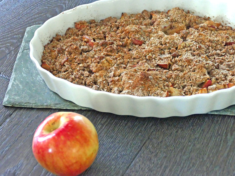 This Coach's Oats oatmeal apple crisp recipe is perfect for a healthier dessert or as an easy warm apple breakfast dish. Easy Breakfast Recipes | Breakfast Recipes | Oatmeal Recipes | Holiday Recipes | Entertaining Recipes | Recipes for Kids | Coach's Oats Recipes