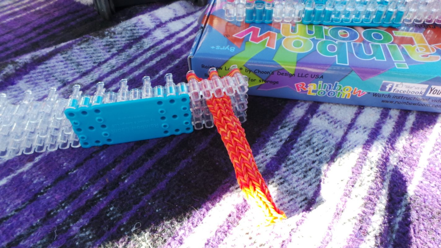 Want to know how to make a Jumbo Hexafish Rainbow Loom? The best way to learn is through a photo guide for every step of the process.