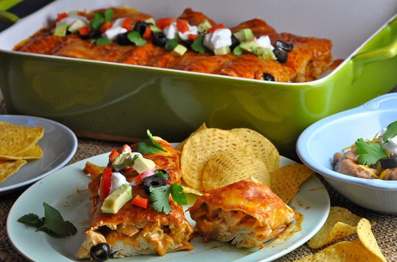 This easy chicken enchiladas recipe tastes like what you find at your favorite Mexican restaurant. Pair with a red or green sauce of your liking and you have a top ten family recipe on your hands! How to Make Enchiladas | Enchiladas at Home | Enchilada Sauce | Mexican Food Recipe | Enchiladas for Families