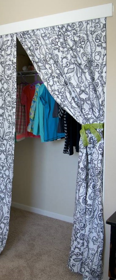 10 Minute Diy Closet Doors To Curtain Transformation The