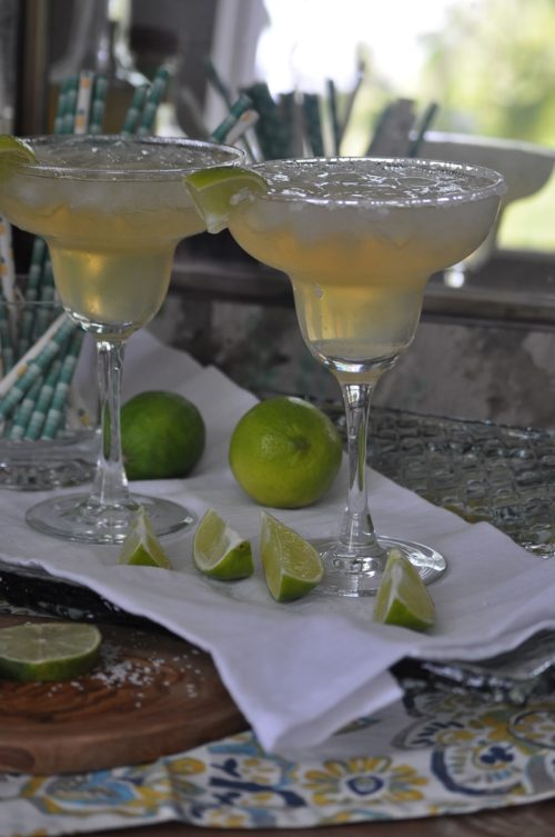 Easy Margarita Recipe with Limes, Tequila Drinks