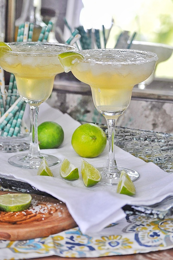 Enjoy this easy margarita recipe that embodies everything we love in this popular cocktail with a simplistic twist any time of day. Best Margaritas | Best Margarita Recipe | Margarita Cocktail Recipes | Margarita with Fresh Lime Recipe | Best Margarita with a Mix