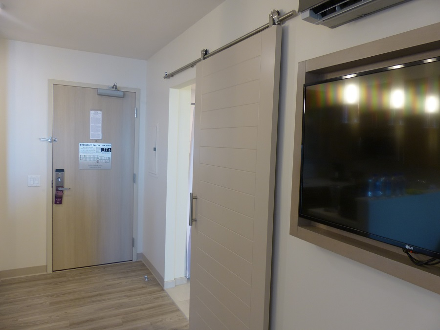 Residence Inn San Diego Downtown Bayfront master bathroom