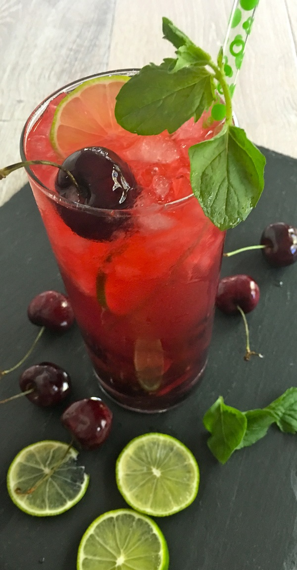 Cherry and blackberry mojito recipe ingredients - Beautiful and filled with flavor, this blackberry mojito recipe with cherries is perfect for parties or just a cocktail at home alone.