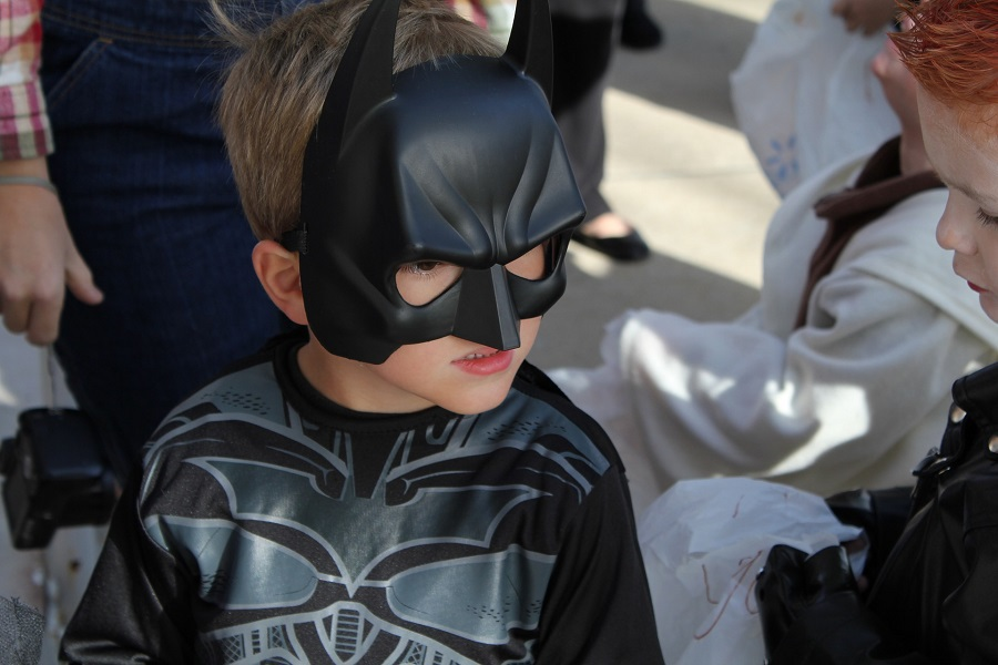 DIY Halloween Costumes Little Boy Wearing a Batman Costume