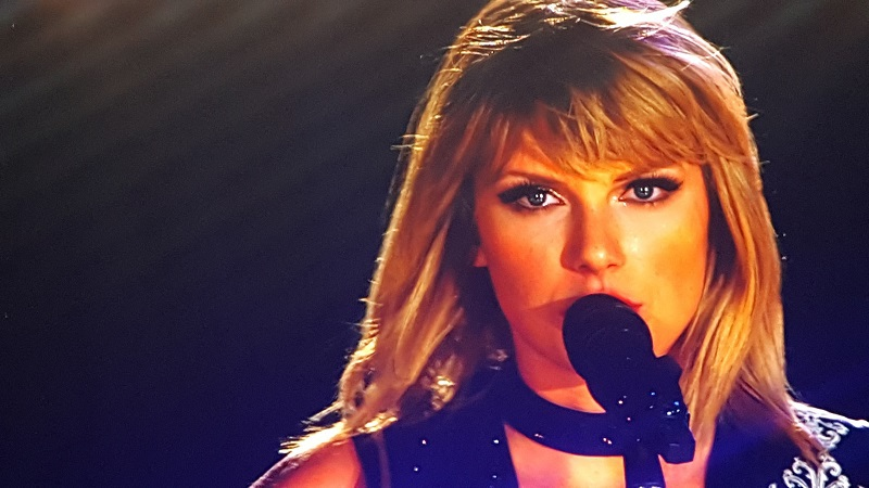 The only Taylor Swift concert of 2016 was amazing and flawless. The fans were rightfully ecstatic! It was an amazing experience! Taylor Swift Age | Taylor Swift Albums | Taylor Swift Songs | Taylor Swift Instagram | Taylor Swift Height | Taylor Swift Me | Taylor Swift Concert Images