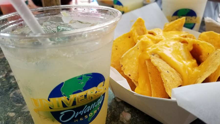 Try some of the best snacks at Universal Orlando and you won't regret forgetting that little snack bag in your hotel room. What to Eat at Universal Studios | Snacks at Universal Studios | Universal Studios Tips | Things to do in Orlando