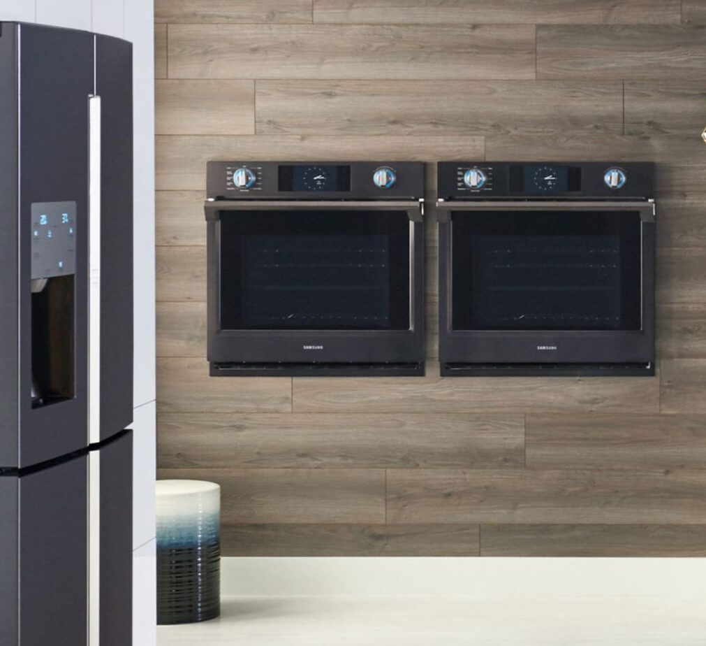 Preparing for the holidays is even easier with the features and technology offered in Samsung appliances. Kitchen Appliances | Samsung Appliances Kitchen | Black Kitchen Appliances | Must Have Kitchen Appliances | Holiday Preparation