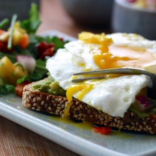 The best breakfast recipes will be high protein low carb recipes that give you energy and keep you from messing up your low carb diet. Using healthy breakfast recipes, you can stick to your keto diet and get energy at the same time. In fact, many high protein breakfast recipes will easily fit into your diet plan.
