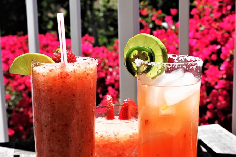 Having easy to make and refreshing summer margarita recipes on hand will help you plan the perfect outdoor party or happy hour gathering. #margaritas #margaritarecipes #summer #summerrecipes #cocktailrecipes #happyhour #happyhourrecipes