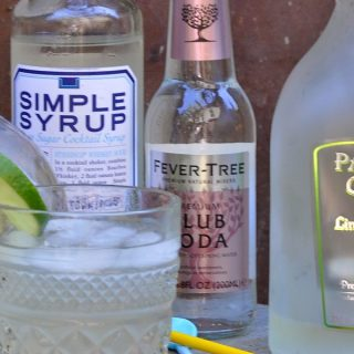 """When you know how to make the best low carb margarita recipe, you can enjoy a naturally sweetened margarita without it tasting """"skinny"""" or ruining your diet. #lowcarb #cocktails #margaritas 