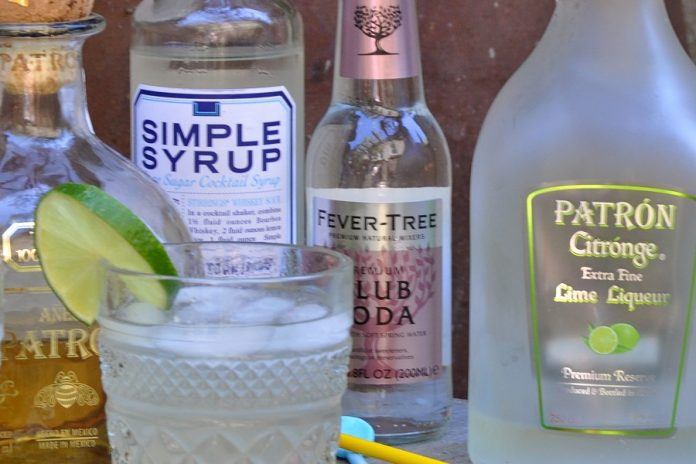 When you know how to make the best low carb margarita recipe, you can enjoy a naturally sweetened margarita without it tasting