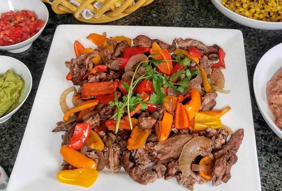 This easy crockpot steak fajitas recipe is perfect to make on those busy days when time is short. Plus, it is healthy making it an easy choice for your fit lifestyle. Crock Pot Recipes | Slow Cooker Recipes | Healthy Recipes | Healthy Crockpot Recipes | Low Carb Recipes #Fajitas #MexicanRecipes #recipes
