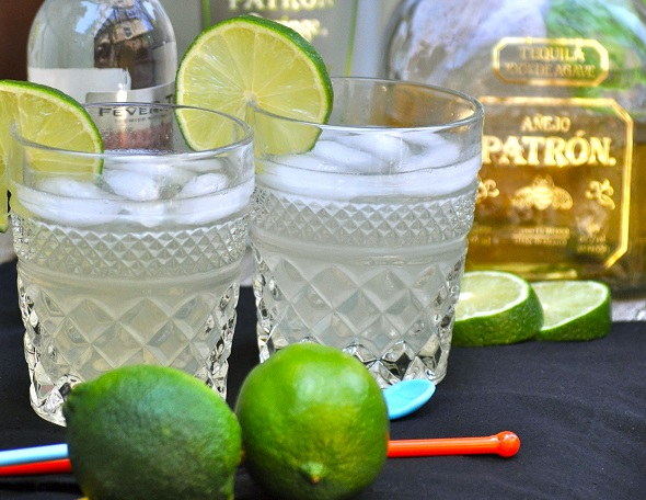 "When you know how to make the best low carb margarita recipe, you can enjoy a naturally sweetened margarita without it tasting ""skinny"" or ruining your diet. #lowcarb #cocktails #margaritas 