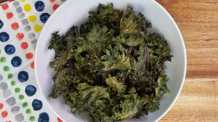 Plate It! gives room for an optional snack between lunch and dinner so all you need is a great 2B Mindset kale chips recipe. 2B Mindset Recipes | 2B Mindset Snack Recipes | Easy Healthy Recipes | Beachbody Recipes #2BMindset #recipes #fitness