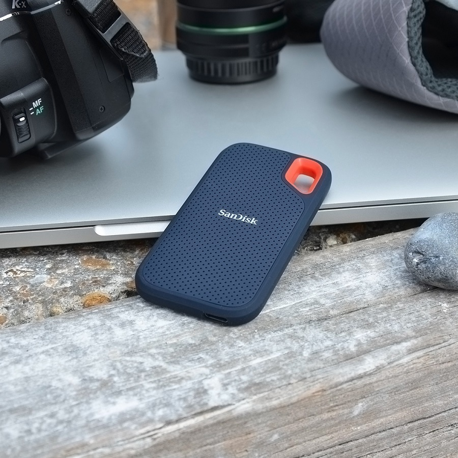 Capture and live life on the go with the SanDisk Extreme; a 1TB portable solid state drive that is built with life in mind. Portable Drive | ssd | What is a Portable Drive | Best Tech Gadgets #sandisk #tech