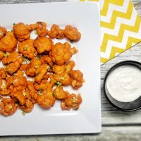 Even if you think you aren't a fan of this tender white veggie, you'll reconsider when you bite into these cauliflower buffalo bites that are 2B Mindset friendly. 2B Mindset Snack Recipes | 2B Mindset Recipes | Weight Loss Snack Recipes | Beachbody Recipes #2BMindset #beachbody