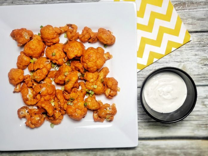 Even if you think you aren't a fan of this tender white veggie, you'll reconsider when you bite into these cauliflower buffalo bites that are 2B Mindset friendly. 2B Mindset Snack Recipes   2B Mindset Recipes   Weight Loss Snack Recipes   Beachbody Recipes #2BMindset #beachbody