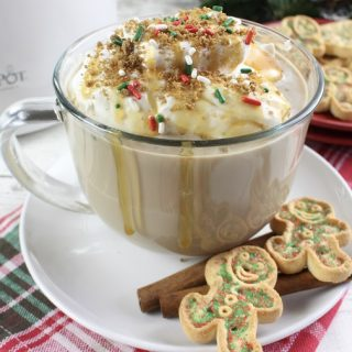 Wake up in the morning to something better than your average cup of coffee, a crockpot gingerbread latte with delicious caramel. This drink recipe is perfect to enjoy while curled up with a book. Crockpot Drink Recipes | Crockpot Recipes | Winter Recipes | How to Make a Latte | Winter Drink Recipe