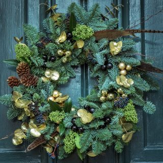 Make sure everyone knows you love Christmas by welcoming them into your home with the best DIY Christmas door decorations. Christmas Decor Ideas | DIY Decor | DIY Christmas Decor | DIY Holiday Crafts | Holiday Ideas