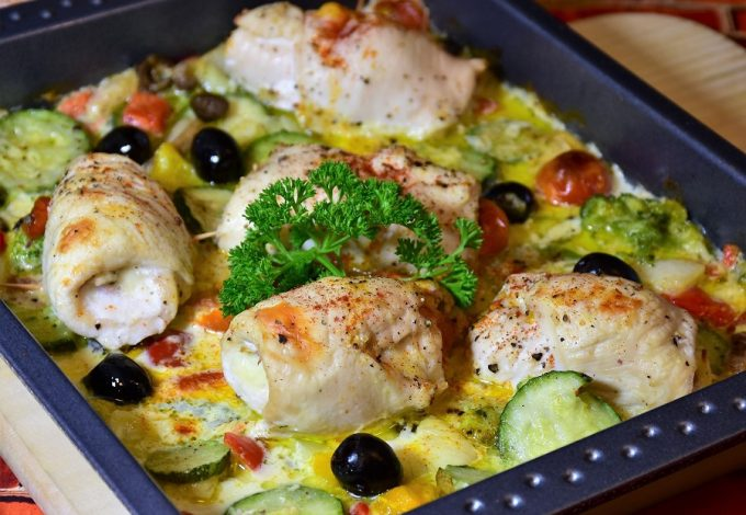 When you meal prep for lunch, you make plans to eat healthy even when you're away from home, no matter how far away you are. Chicken Recipes for Lunch | Meal Prep Lunch Recipes | Meal Prep Recipes | Chicken Meal Prep Recipes | Weight Loss Recipes | Healthy Recipes | Healthy Chicken Recipes