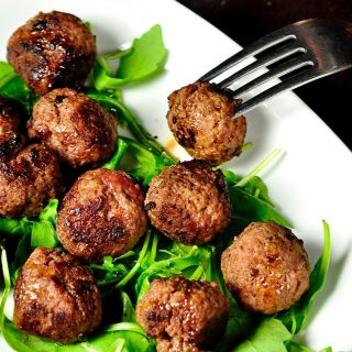 If you are on a low carb diet, these tasty low carb crockpot meatballs will curb your hunger without compromising taste! Low Carb Crockpot Recipes | Low Carb Slow Cooker Recipes | How to Make Crockpot Meatballs | Healthy Meatball Recipes