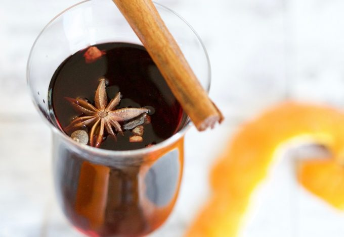 Make easy and delicious mulled wine recipes with these warm wine recipe spices that will enhance the flavors. What is Mulled Wine | What is Spiced Wine | How to Make Spiced Wine | How to Make Mulled Wine | What Spices to Use with Wine