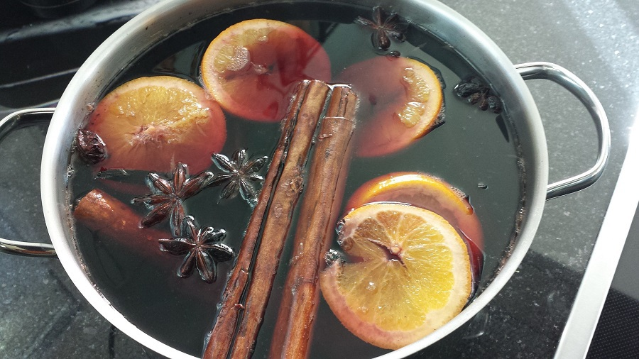 Make easy and delicious mulled wine recipes with these warm wine recipe spices that will enhance the flavors. What is Mulled Wine   What is Spiced Wine   How to Make Spiced Wine   How to Make Mulled Wine   What Spices to Use with Wine