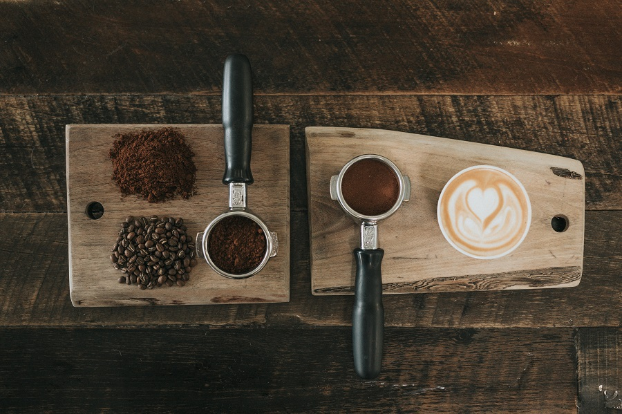 As long as you prepare your coffee the right way, your daily caffeine fix is something you can continue on your keto diet with these ketogenic coffee creamers. Keto Creamer Reviews | Keto Coffee Creamer Powder | Keto Creamer with MCT Oil | What is MCT Oil | Low Carb Coffee Creamers