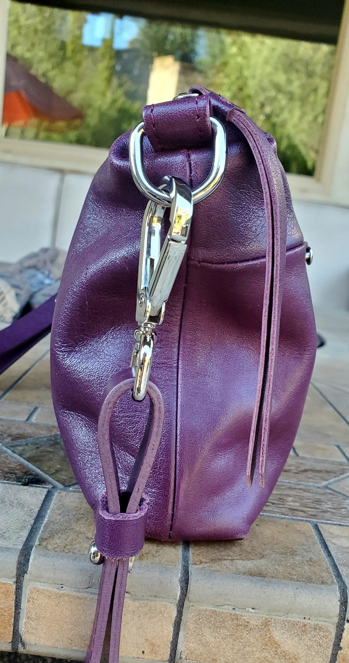 The Arayla Manhattan handbag is chic and functional making it a must have handbag and you can save 10% with this Arayla coupon code. Purse Forum | Fashionable Review | Handbags Made From Leather | Purses Made in the US | Where to Find Handmade Purses