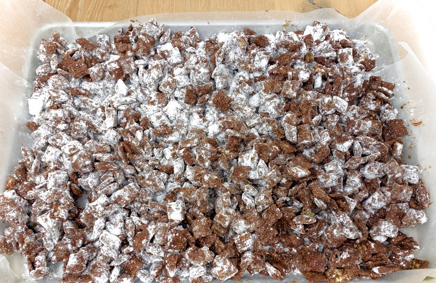 This easy puppy chow Chex Mix recipe with chocolate is one that everyone enjoys and you can easily adapt the colors for any holiday or occasion. Puppy Chow Chex Mix Recipe White Chocolate | Puppy Chow Recipe Variations | Puppy Chow Trail Mix | Sweet Chex Mix Recipe | How to Make Puppy Chow | Chex Mix Muddy Buddies Flavors