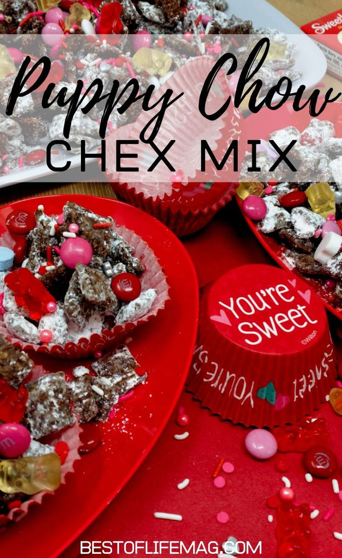 This easy puppy chow Chex Mix recipe with chocolate is one that everyone enjoys and you can easily adapt the colors for any holiday or occasion. Dessert Recipes | Snack Recipes | Chex Mix Recipes | Muddy Buddies Recipes | Snacks for Kids | Holiday Snacks #sweets #recipe