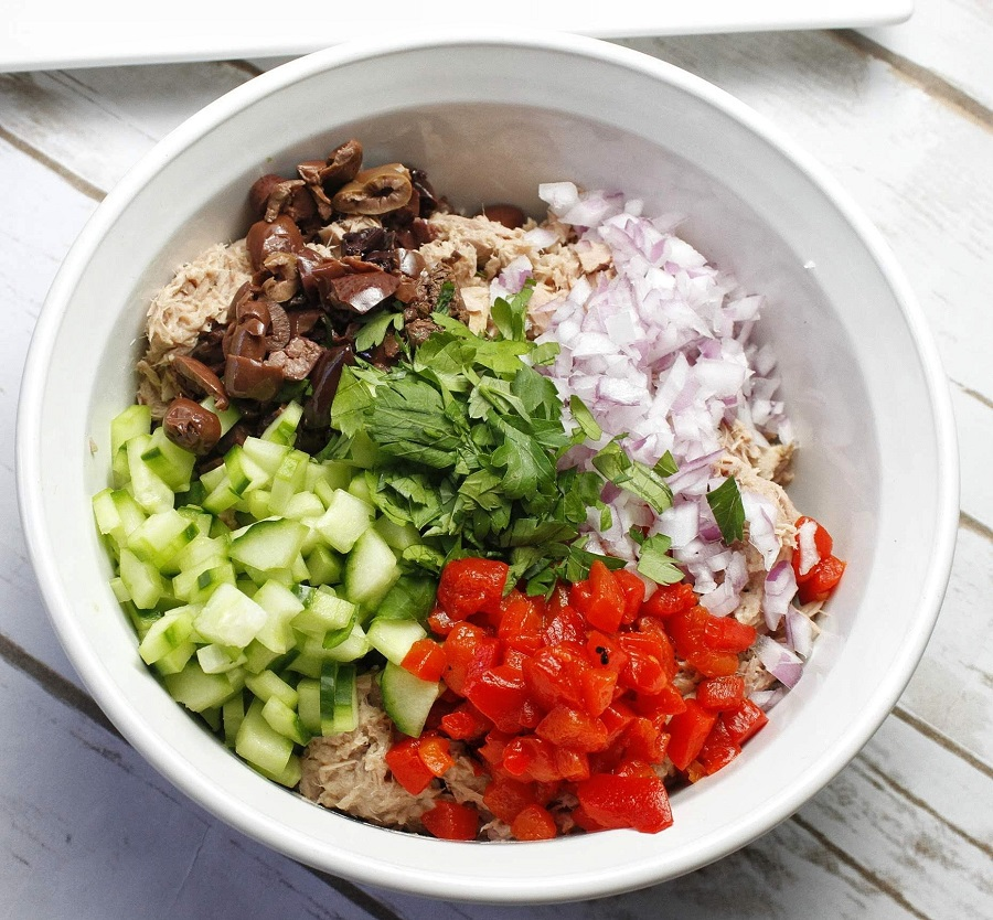 You can easily fit a healthy Mediterranean tuna salad into your 2B Mindset meal plan by Beachbody and stay on track with your diet without compromising flavor. Healthy Tuna Salad for Lunch | Tuna Salad Recipes Weight Loss | Tuna Salad Mediterranean Style | 2B Mindset Salad Recipes