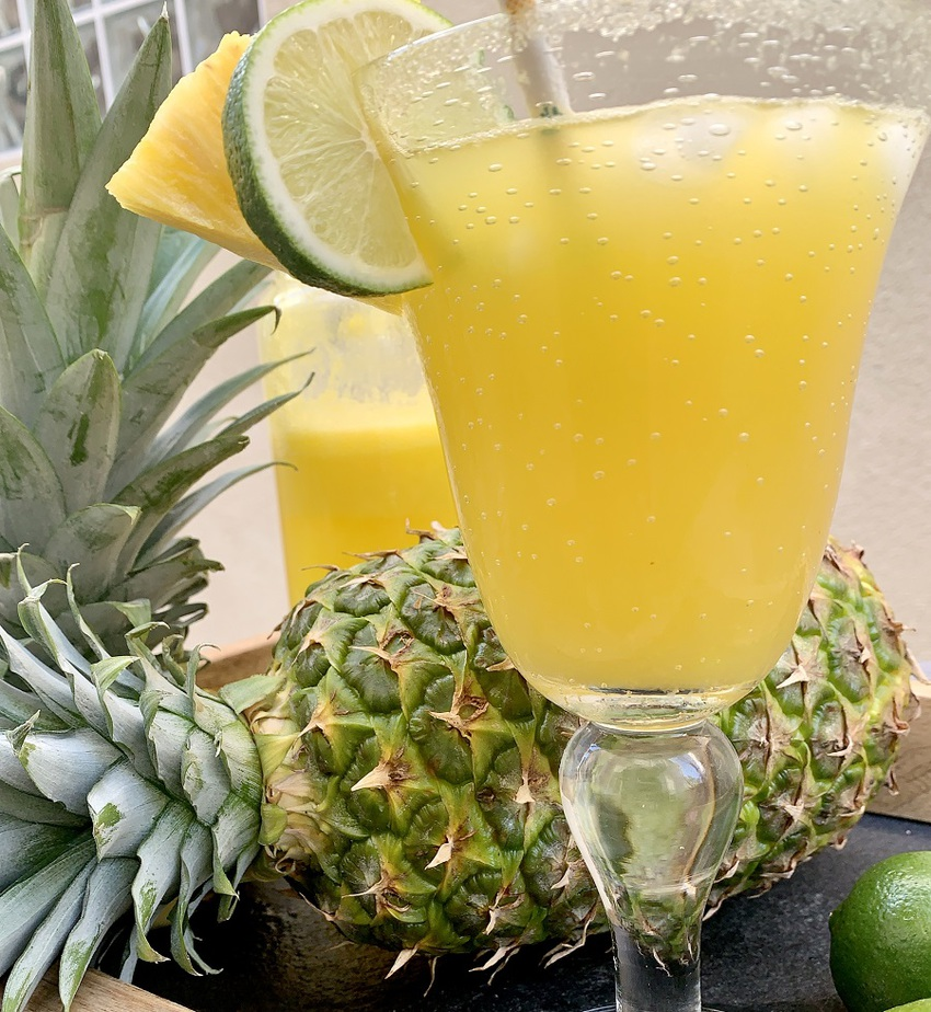 This fresh pineapple margarita recipe is a refreshing cocktail recipe that you can easily use as party drinks or as a drink to enjoy alone. Pineapple Margarita No Triple Sec | Skinny Pineapple Margarita | Summer Margarita Recipe | Ultimate Pineapple Margarita | Fresh Margarita Recipes | Pineapple Cocktail