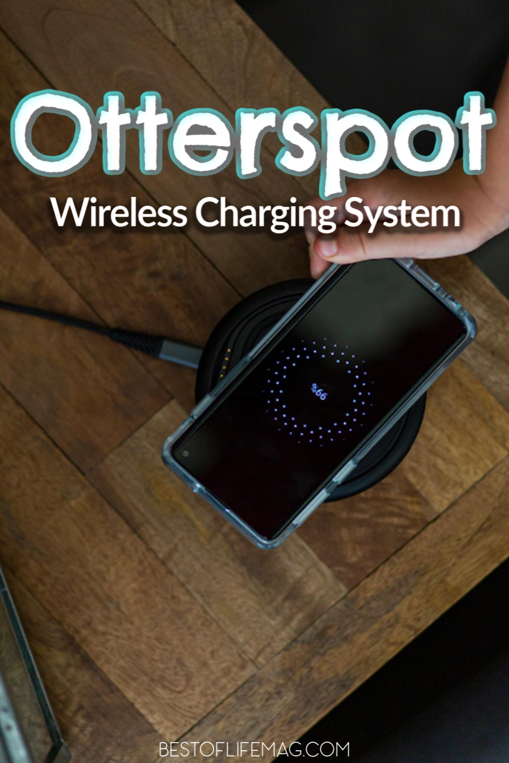 The Otterspot Wireless Charging System is all about wireless charging features for your smartphone to help you keep up with a tech-savvy life. Wireless Charging | iPhone Accessories | Otterbox Products | Otterspot Review | Tips for Technology | Tech Tips | Work from Home #otterbox #tech