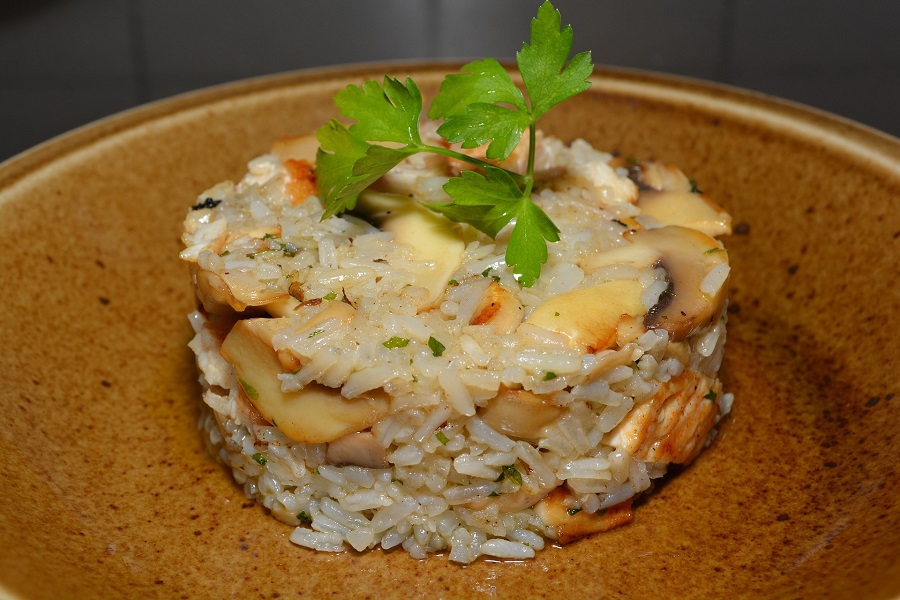 Crockpot Chicken and Rice Recipes Rice in a Cylindrical Shape with Chicken